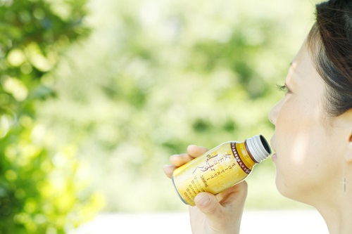 美と健康をサポートする成分をギュッと凝縮!ローヤルゼリードリンク「女王のしずく」